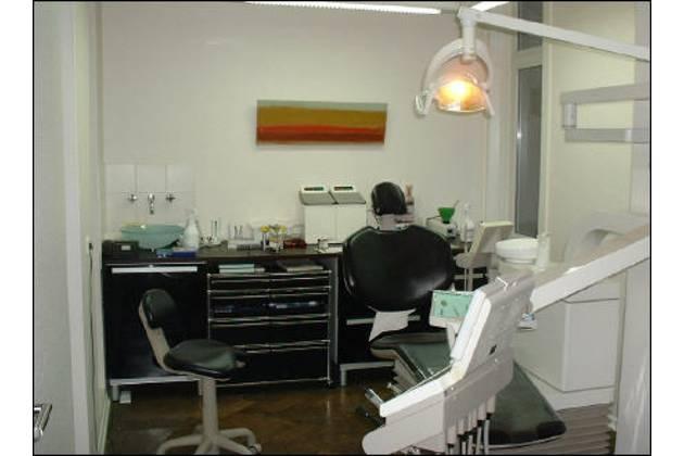 Zahnarzt Bahns aus Hannover-Behandlung