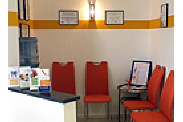 Zahnarztpraxis Irina Beroniade in Köln - Wartezimmer