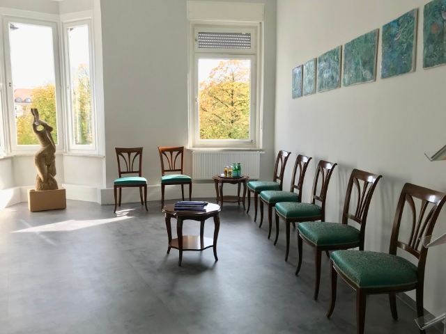 Zahnarztpraxis Christoph K. Wittek in Augsburg - Wartezimmer