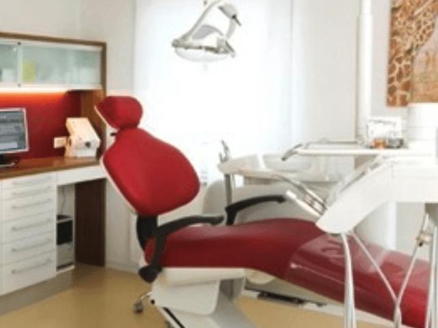 Zahnarzt GolzuDrWolframHartmann aus Hirrlingen-Behandlung