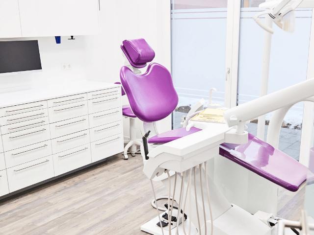 Zahnarzt Lange aus NeuhausenobEck-Zahnarzt